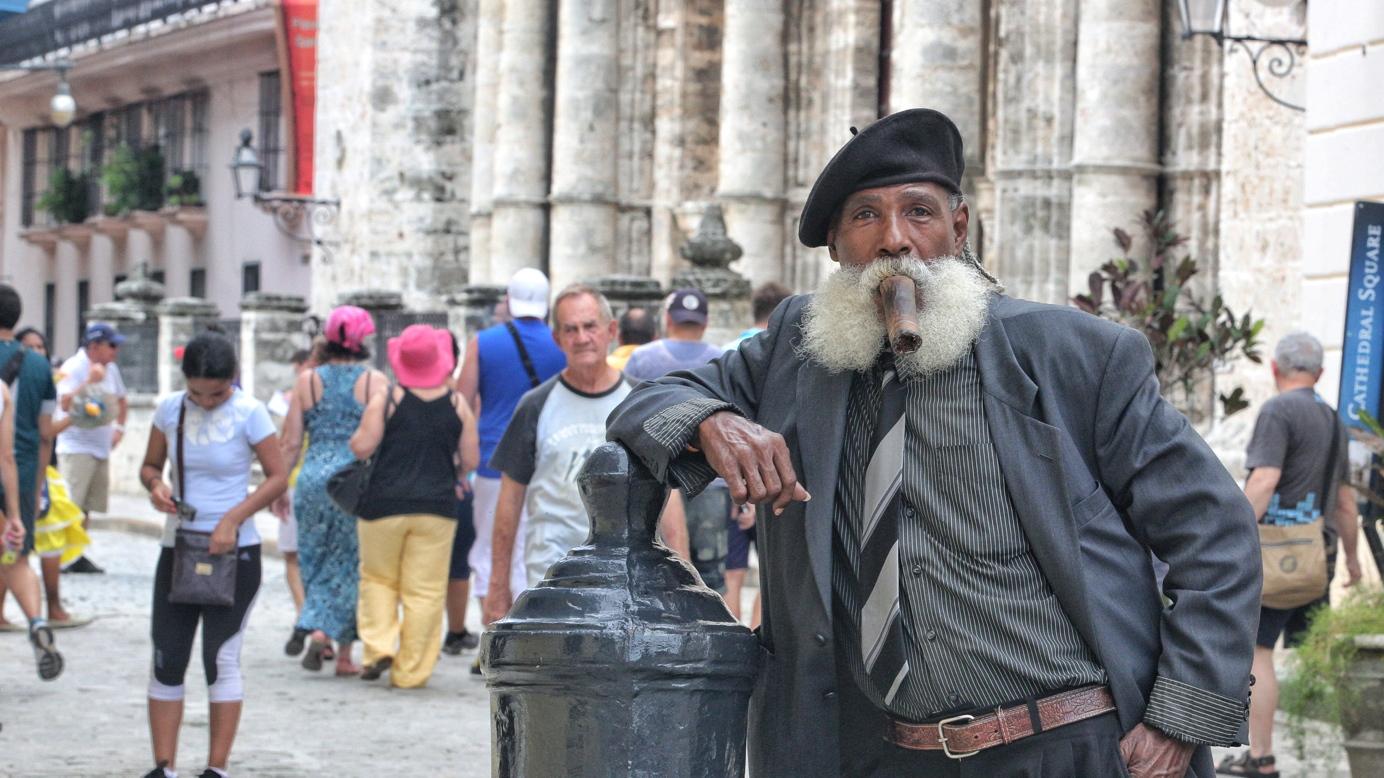 Cubano_at_Cathedral_Square_Havana.JPG