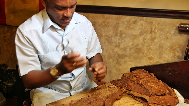 El Habanero makes puros