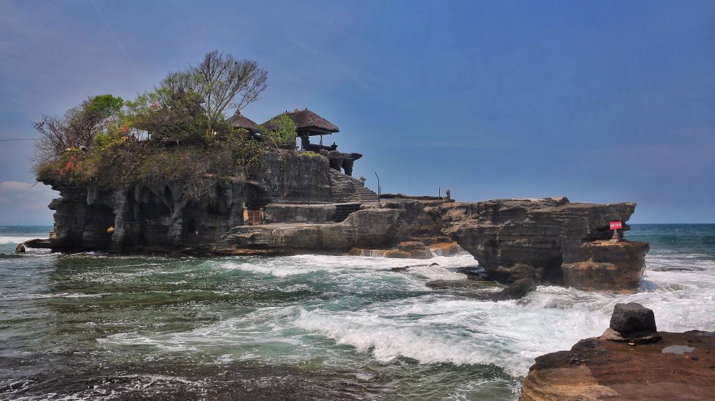 Tanah Lot no tourists