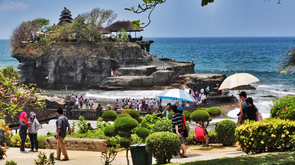 Tanah Lot and tourists
