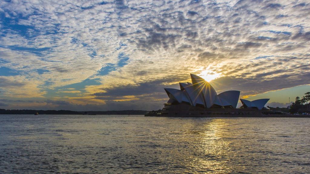 OperaHouse_Sydney_Sunrise_Milesaway