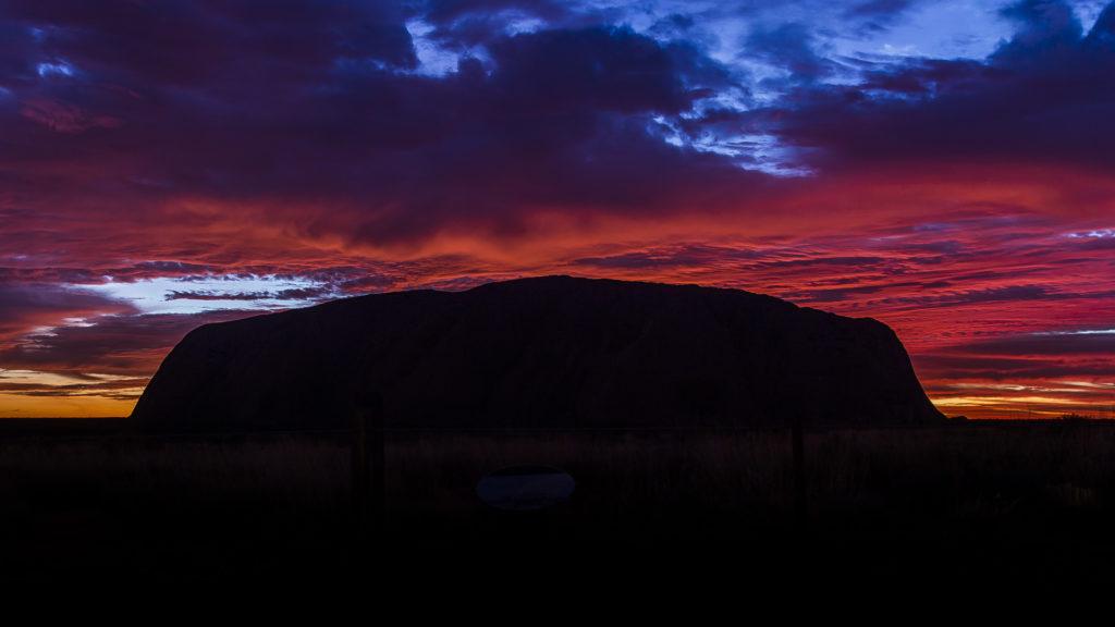 Uluru_Sunrise_Australia_Milesaway