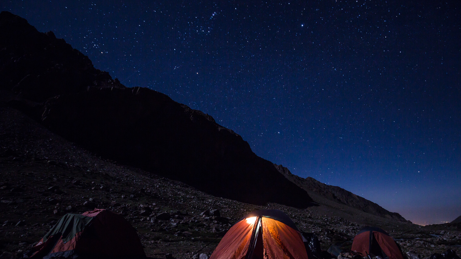 Namioty i niebo podczas pierwszego noclegu. Andes crossing 2017