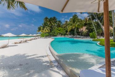 Como Maalifushi Main Pool and Beach